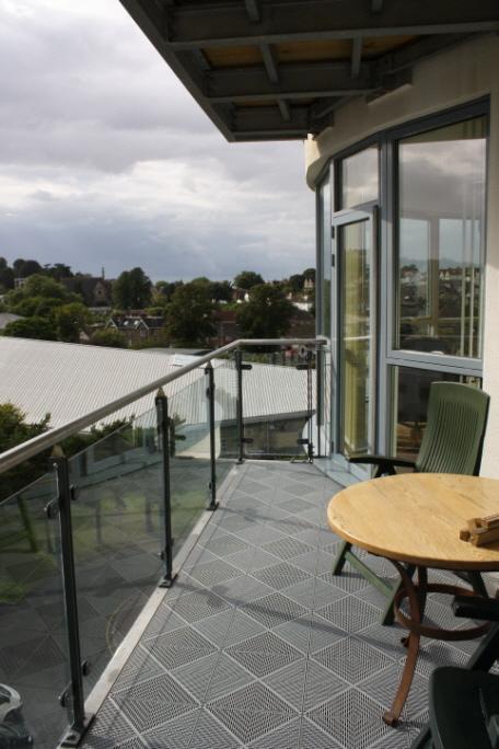 bergo unique f r verwitterte balkone. Black Bedroom Furniture Sets. Home Design Ideas